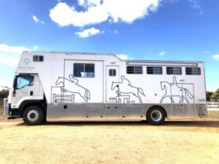 5/6 Horse Luxury Truck with Full Living