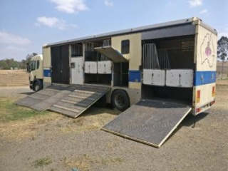 6/7 Horse truck with living area