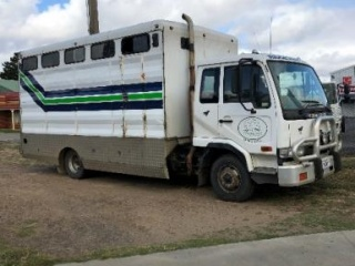 Nissan UD 6 Horse Truck