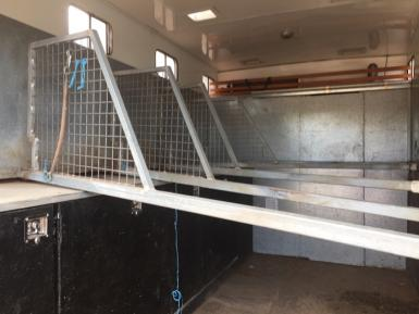 PRICE DROP -5 horse truck with Living