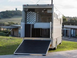 FOR SALE - Immaculate Sam Williams 4 Horse Truck