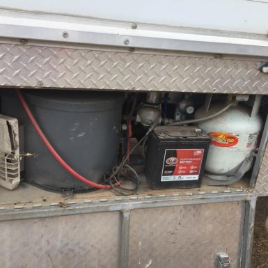 Price drop- Reliable 5 horse truck with Living