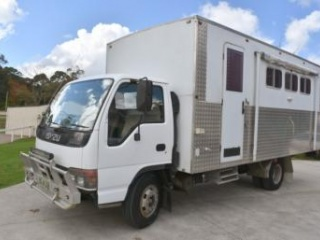 Isuzu 3 horse truck with living area