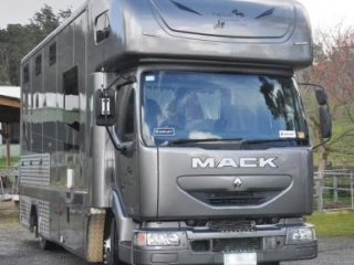 Renault Mack 3 horse ladies truck with living