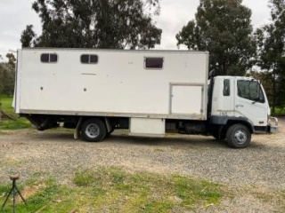 2001 Mitsubishi Truck 5 Horse with Living